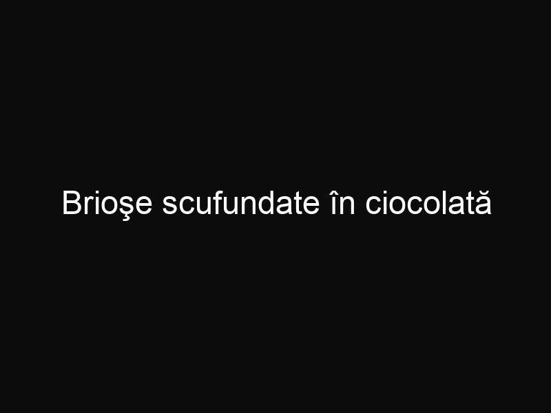 Brioşe scufundate în ciocolată