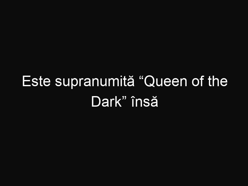 """Este supranumită """"Queen of the Dark"""" însă i s-a spus să îşi albească pielea. Priveşte acest model de ciocolată de o frumuseţe răpitoare"""