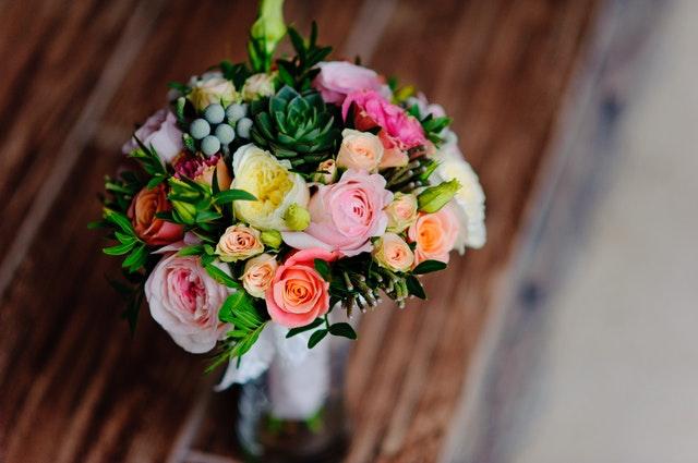 Cea mai usoara metoda de a oferi flori ca un gentleman, alege aceasta florarie online care iti face treaba mai usoara